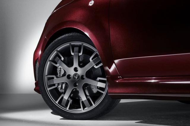 Abarth 695 Edizione Maserati : équipements et tarif  498621Abarth695Maserati05
