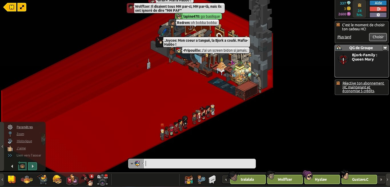 (Photos) Saccage de la Bjork Family par la Mafia- Habbo 499667queenmary