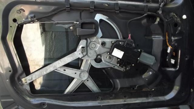 [BMW 316 i E36] Réparer un lève-vitre électrique  506068DSCF1082
