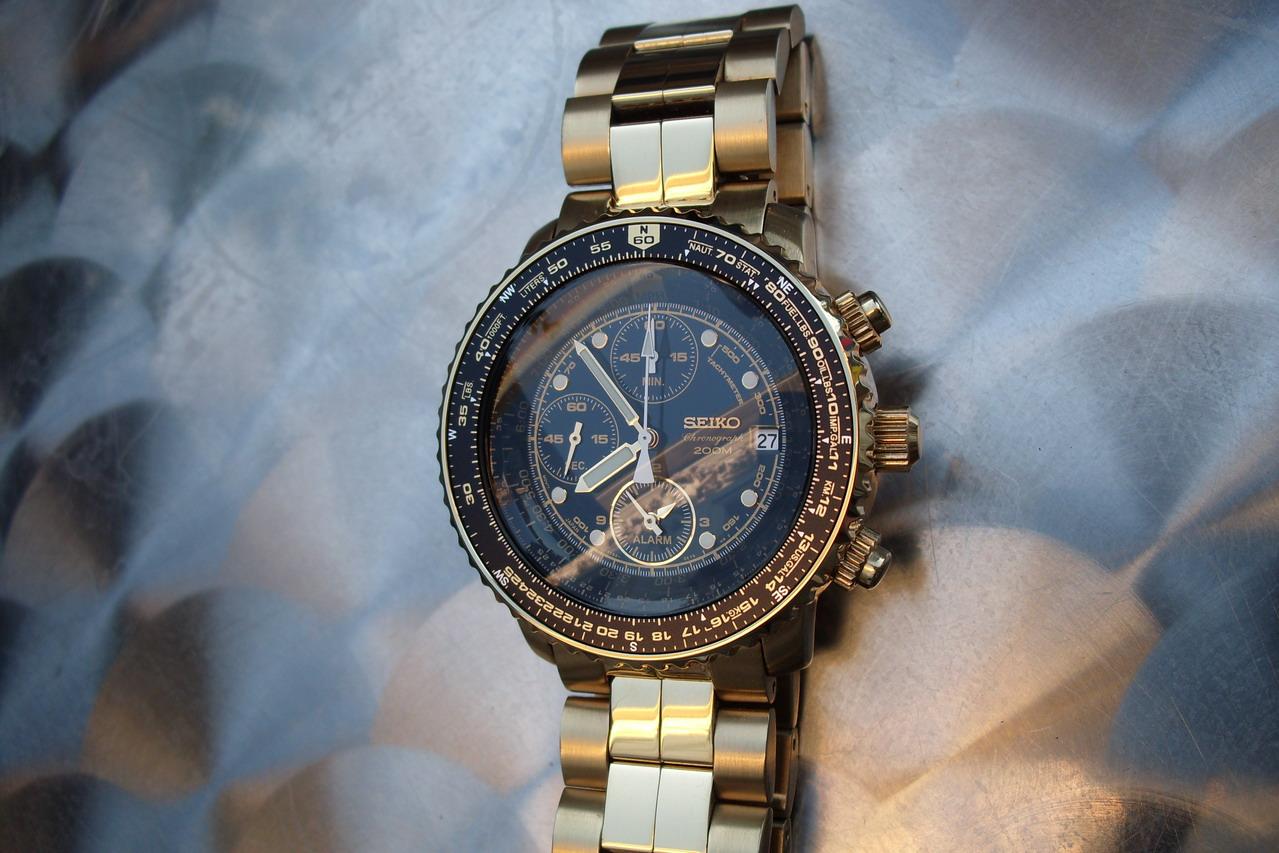 Budget >200€, 1re montre habillée à 20 ans 52388936140