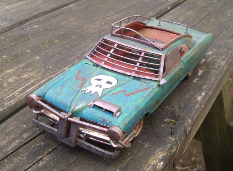 "Pontiac façon ""Mad Max"" 1/24 avec base/décor  528706GEDC5121"