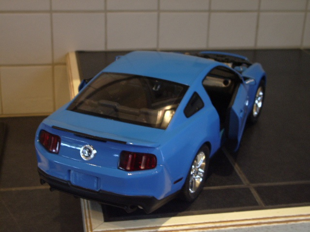 Ford Mustang SHELBY GT 500  2010 de chez revell au 1/12 - Page 2 532621m168