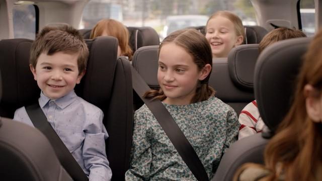 Une campagne publicitaire, voire même deux, pour le lancement de la nouvelle Fiat 500L 537941170619Fiat500LSpot01