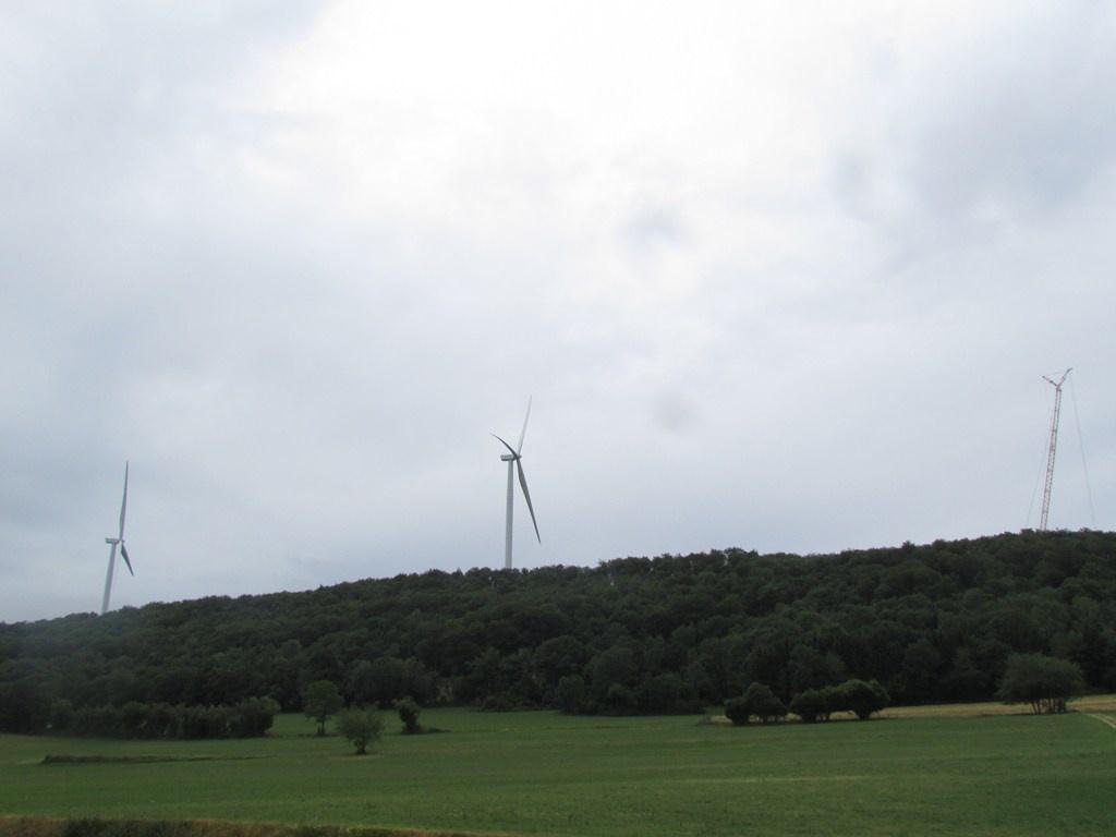 Eolienne sur le Lomont dans le Doubs (25) - Page 2 542967IMG0392