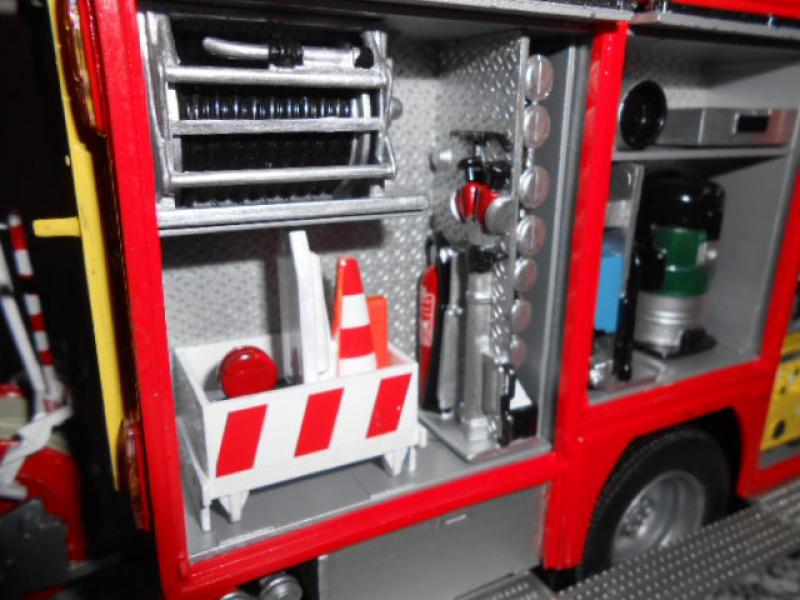 Camion de pompiers atelier de revell au 1/24° 545887pompier017