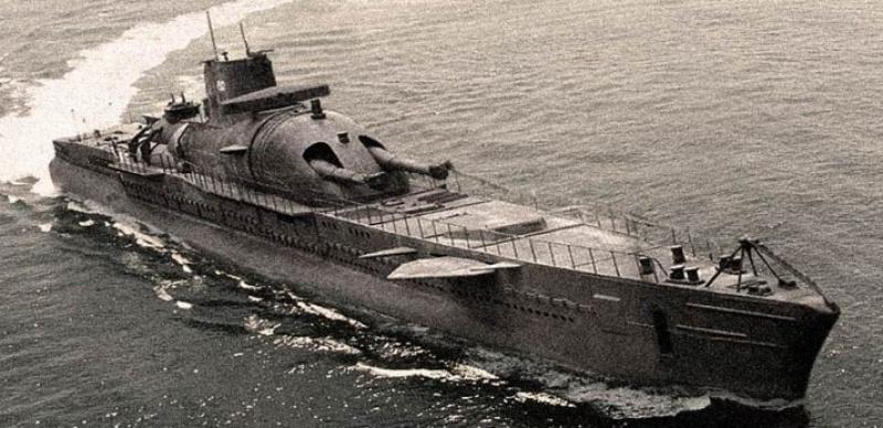 Le sous-marin Surcouf en 1938 . 546408lesurcouf