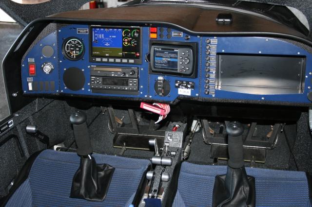 Soulever le bord inferieur du cockpit? 552098IMG9579