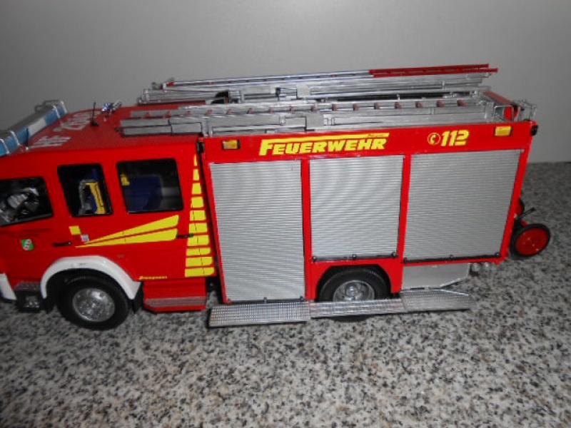Camion de pompiers atelier de revell au 1/24° 554103pompier026