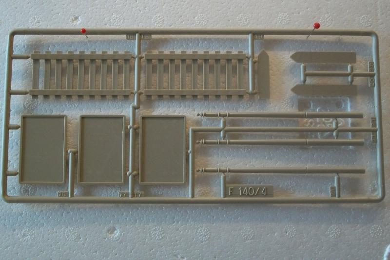 Equipement de Combat (Réf.140) Murs de Pierre & Signalisation 1/35 555381Heller140EDCMursdepierre008