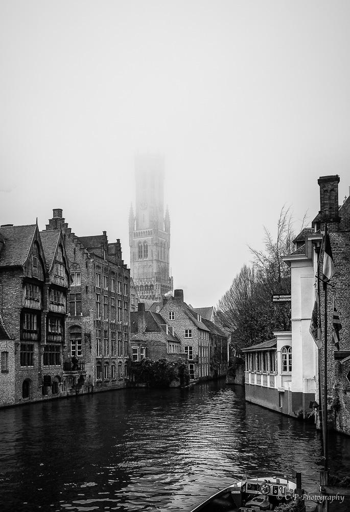 Bruges dans la brume 557898C020044Modifier