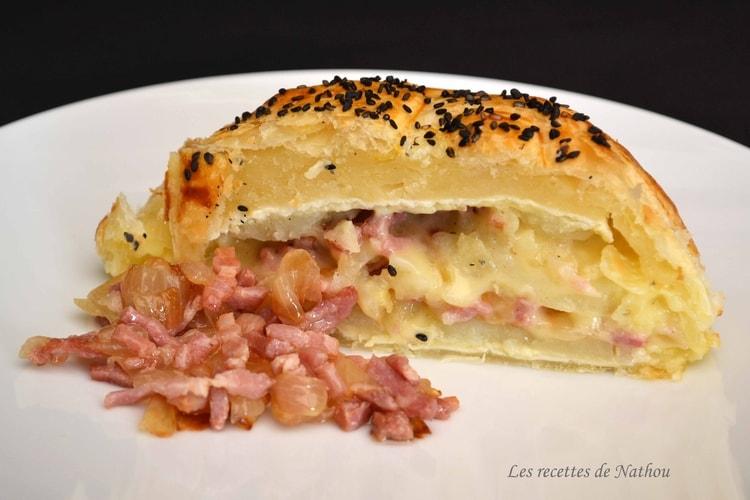 Feuilleté au camembert, pommes de terre, lardons et oignons confits au balsamique 564974feuilleteaucamembertpommesdeterrelardonsetoignonsconfitsaubalsamique