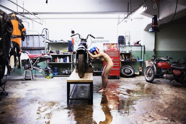Les garages, les pièces mécaniques d'ici et d'ailleur.... 568544garage