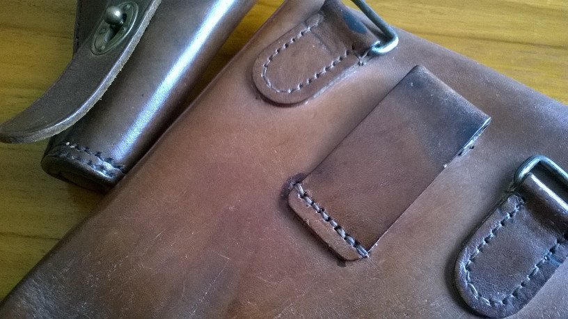 Si tu es breton et si tu aimes le cuir, clique ici! 568667Couture1892