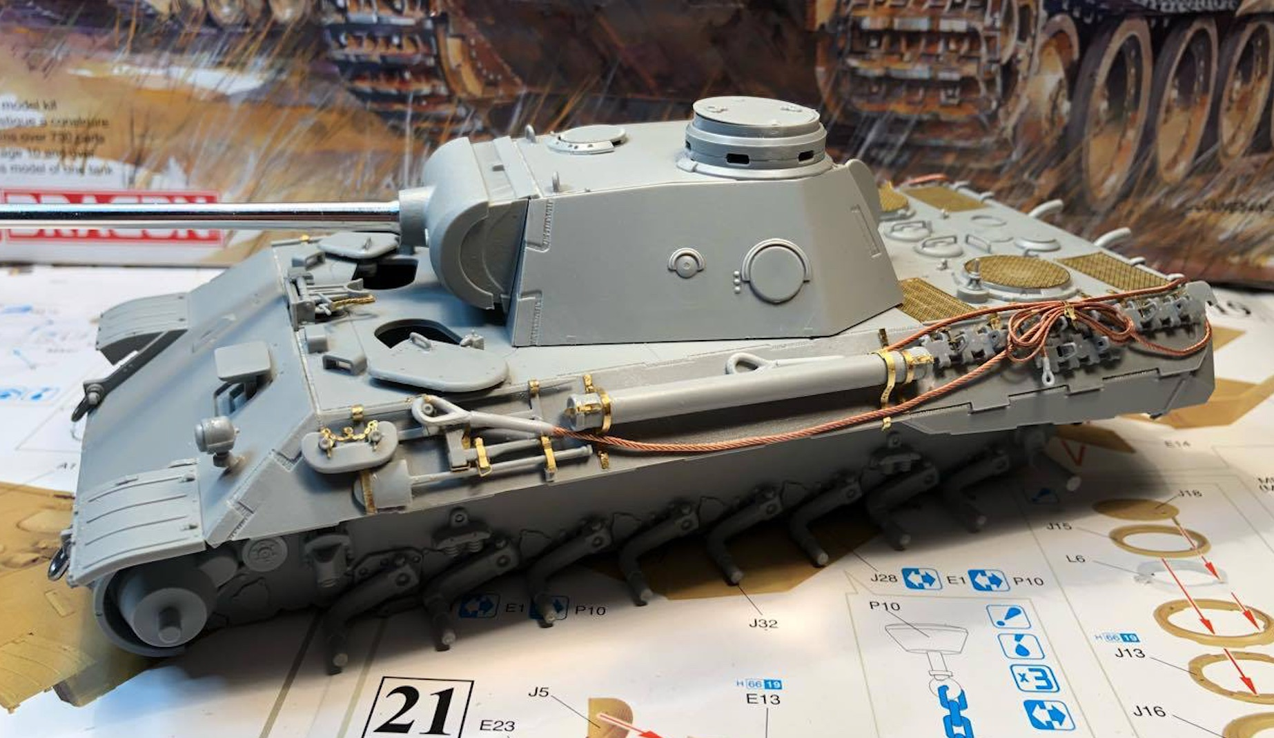 Sd.Kfz.171 Panther D - Page 2 568915PantherDStepsCablesLeft