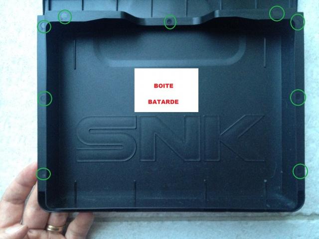 Reconnaitre une boite dure originale SNK et une reproduction 572040boiteBatarde