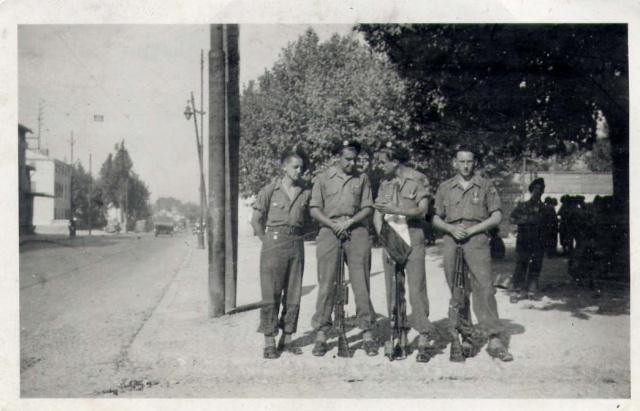 [PHOTO] FANION DU CHOC (Fanion du Bataillon de Choc) 577782FanionChocjuillet46Allemagne