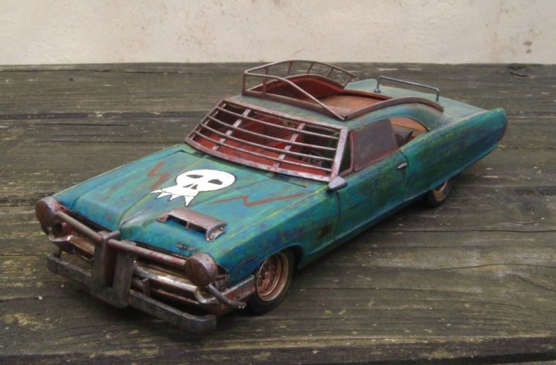 "Pontiac façon ""Mad Max"" 1/24 avec base/décor  583990GEDC5123"