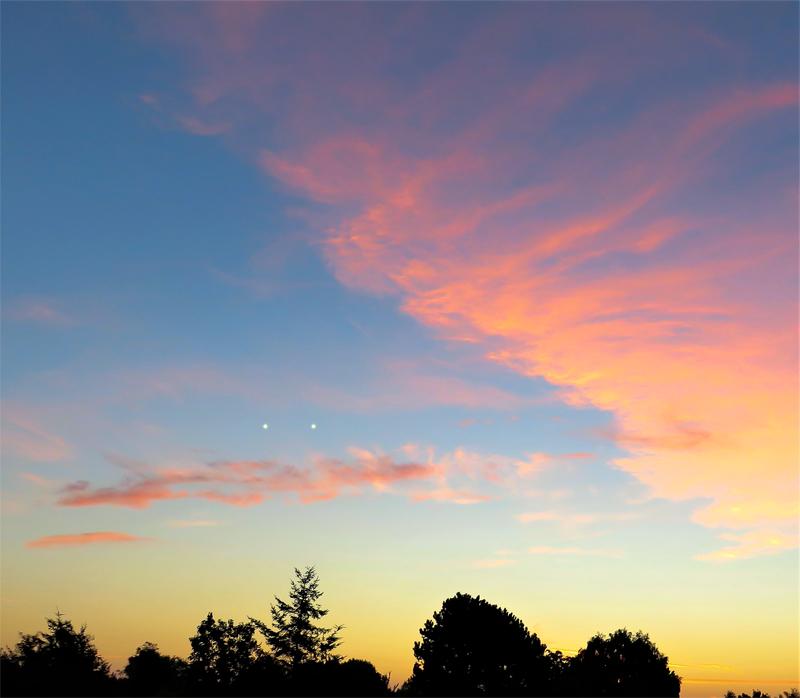 2001: le 07/09 à 19h45 - boules lumineuses reliées par un rayon lumineux - Lesconil  -Finistère (dép.29) - Page 2 586587recons5