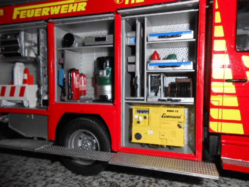 Camion de pompiers atelier de revell au 1/24° 587283pompier016