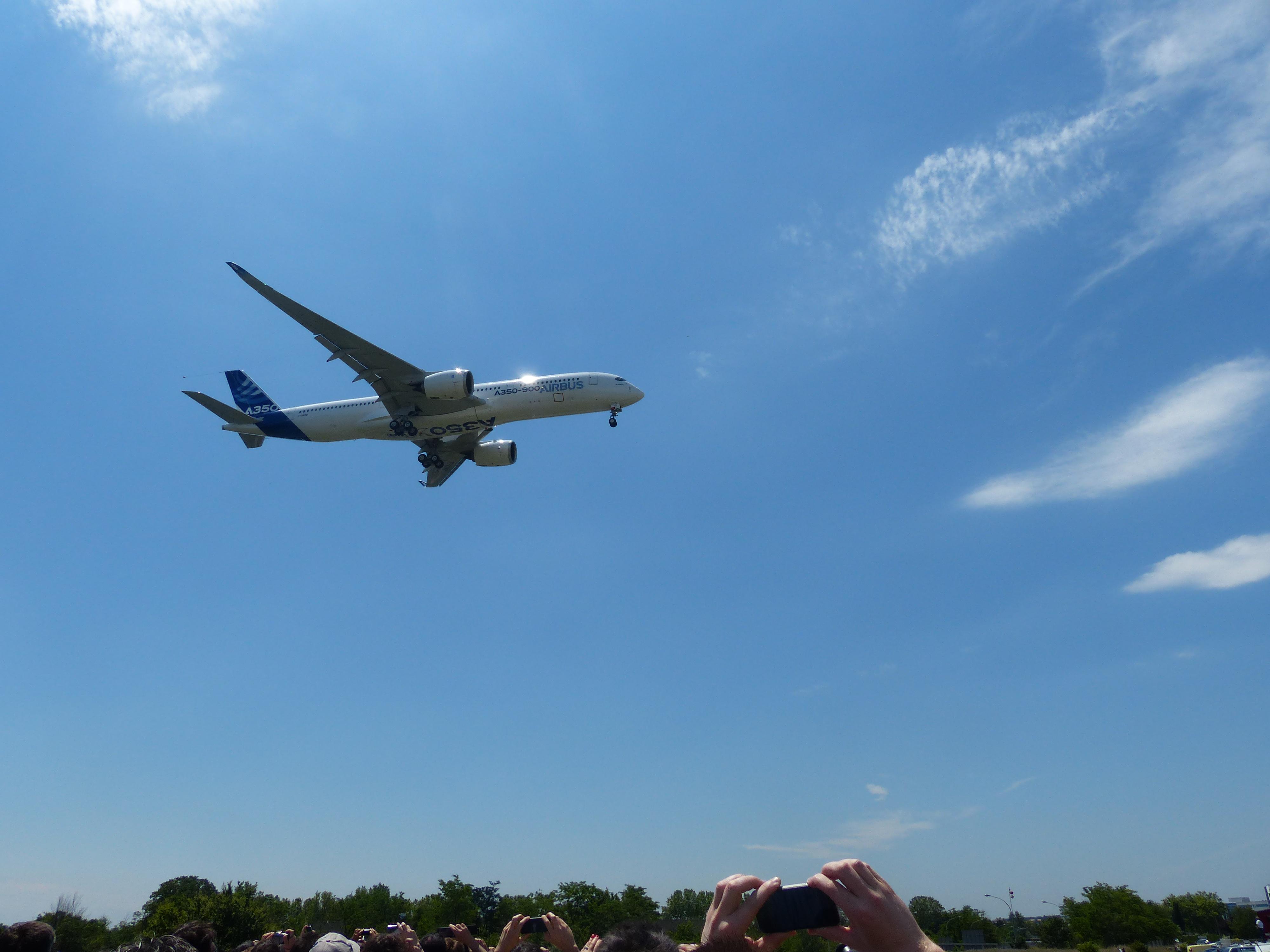 [14/06/2013] Aéroport Toulouse-Blagnac (LFBO): 1er Vol de l'Airbus A350 XWB !!! 597782P1010930