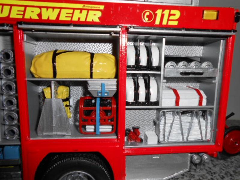 Camion de pompiers atelier de revell au 1/24° 597832pompier025