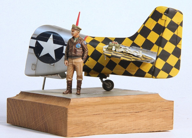 Checkertail clan (pilote US 1/32 et bout de P51D 1/32) 599078002