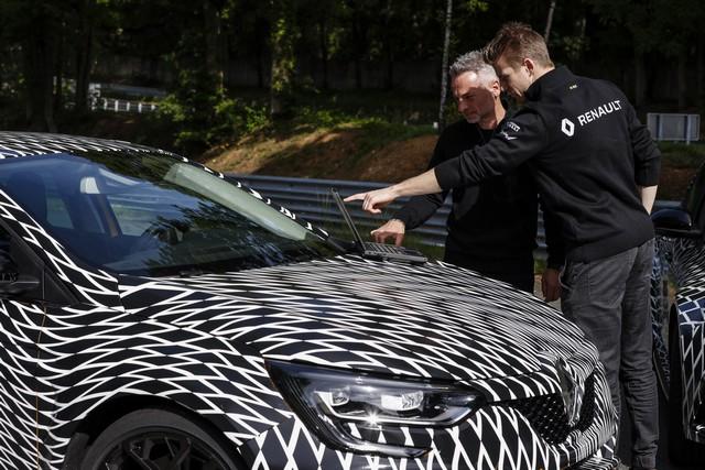 Nouvelle Mégane R.S offre 4 roues directrices et 2 châssis 6042209300616