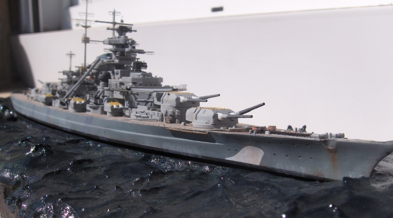 Bismarck 1/700 [Trumpeter] - Page 5 612248HPIM2204