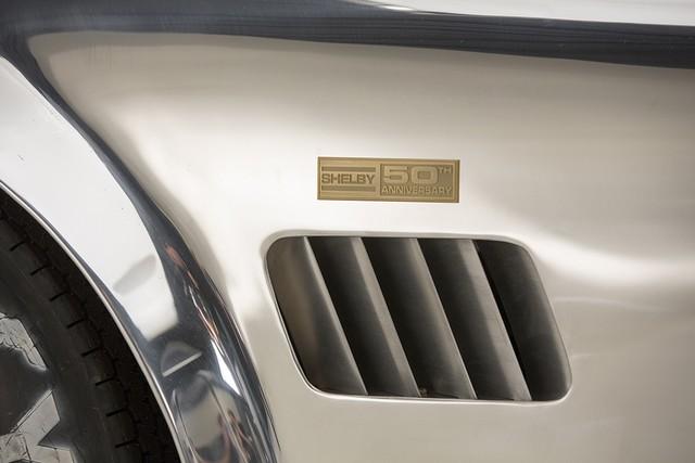 Shelby Cobra 427 : Édition spéciale pour le 50ème anniversaire 612491ShelbyCobra4276