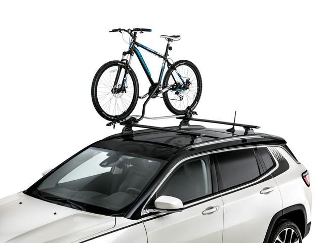 Mopar® : plus de 70 équipement pour la Jeep® Compass 61356101cUprightbikecarrierwithdecals