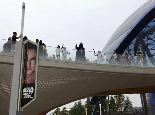 [Shanghai Disneyland] TOMORROWLAND (TRON/Buzz/Jet Packs/Star Wars/Stitch) - Page 2 620752w122