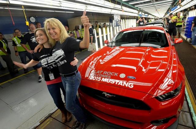 La production de la toute nouvelle Mustang 2015 débute dans l'usine de Flat Rock 626509productiondelaFordMustang20159