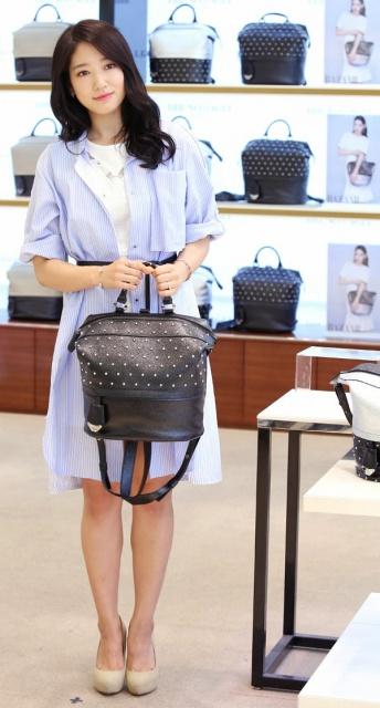 "Park Shin Hye pour l'opération ""Love Bag Charity"" de Bruno Magli 654238163"