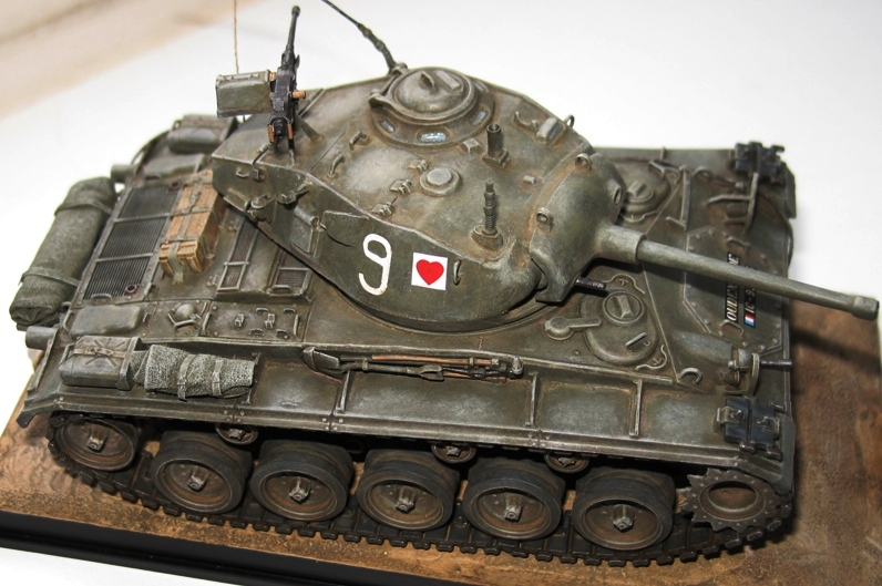 M24 Chaffee Italeri 1/35 repatiné+décalques Indochine 654602IMG0002