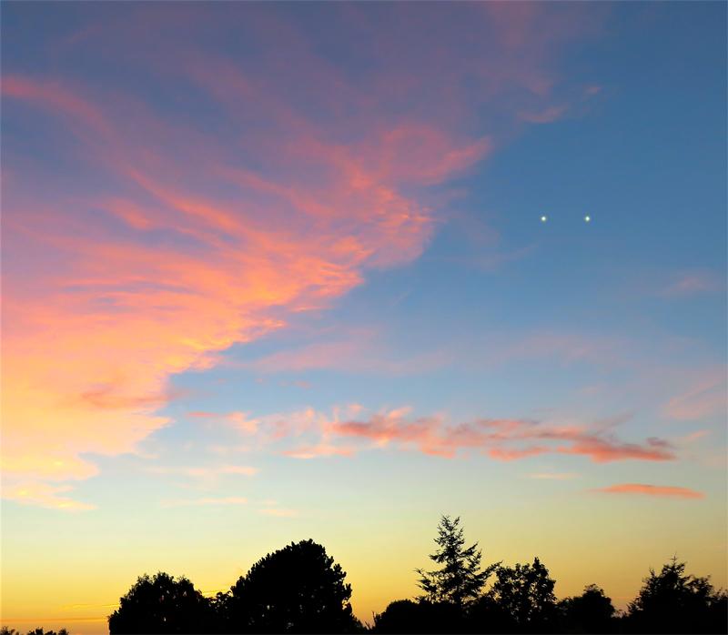 2001: le 07/09 à 19h45 - boules lumineuses reliées par un rayon lumineux - Lesconil  -Finistère (dép.29) - Page 2 655767recons1