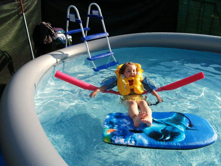 piscine à Johnny - Steli - cassandra 657013PISCINE1