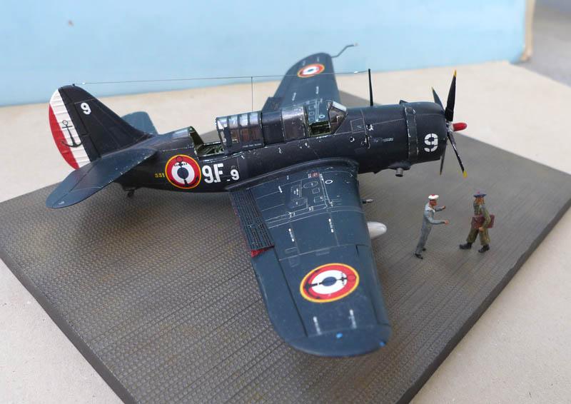 """[Academy] Curtiss SB2C-5 """"Helldiver"""" en Indochine 663900Helldiver66"""
