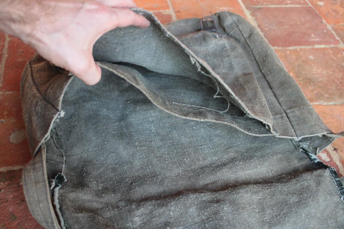 1 musette et une petite sacoche en cuir à identifier 666801scIMG3320
