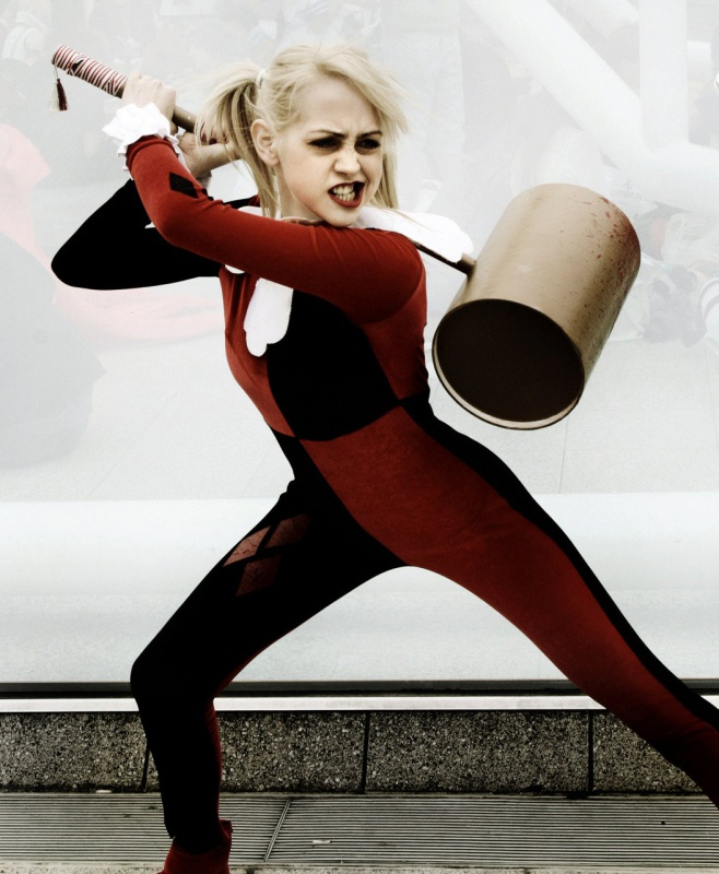 Les plus beaux cosplays - Page 2 675819harleyquinn0027
