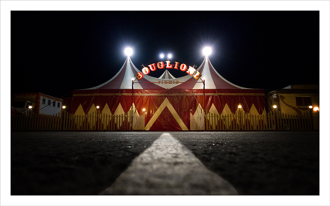 Un cirque, la nuit. 678486smooth1bis