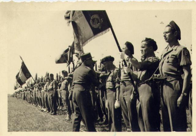 [PHOTO] BATAILLON DE CHOC (1er Groupement de Choc, Juillet 1945) 6828571erGptChoc