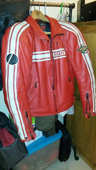 [VENDU] Blouson Ducati Retro Rouge  68984620150429171923V2