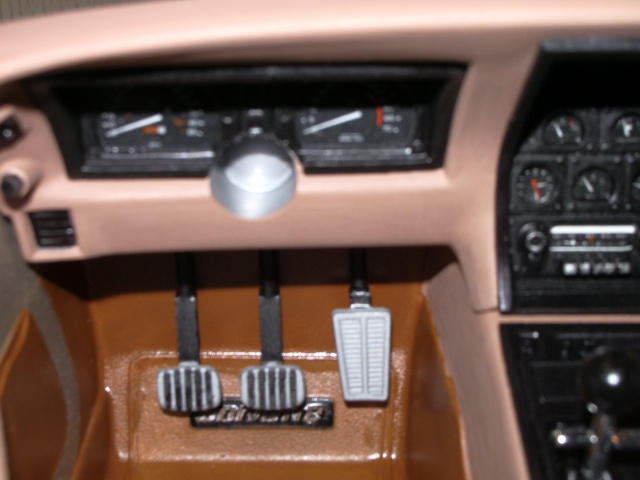 chevrolet corvette 1982 edition collector monogram au 1/8 692089photoscorvettepeintinetrieur017