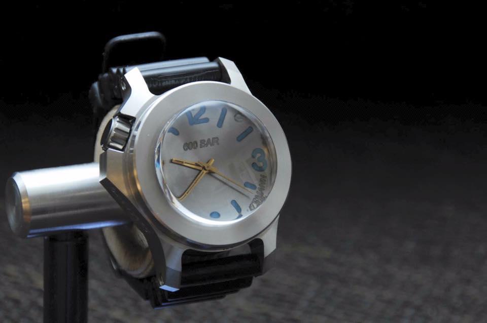Enfin une montre pour faire la vaisselle .... 698865129380889778140089680793497181194975564637n