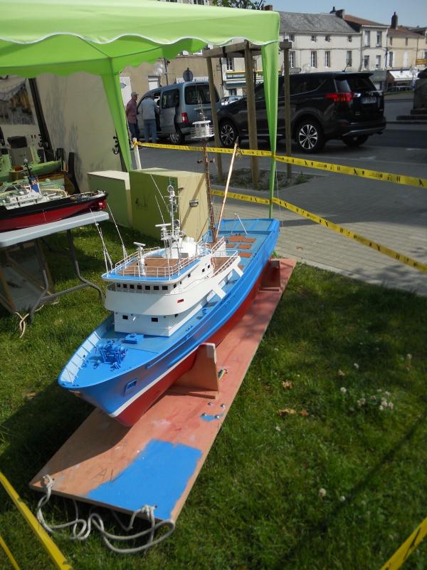 démo de maquettes navigantes sur la place Napoléon à la Roche S/Yon le 31 Mai et le 1er Juin 699124DSCN4047