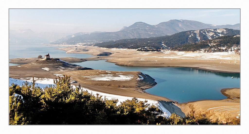 Retenue de Serre-Ponçon en basses eaux. 699234IMG9072D002