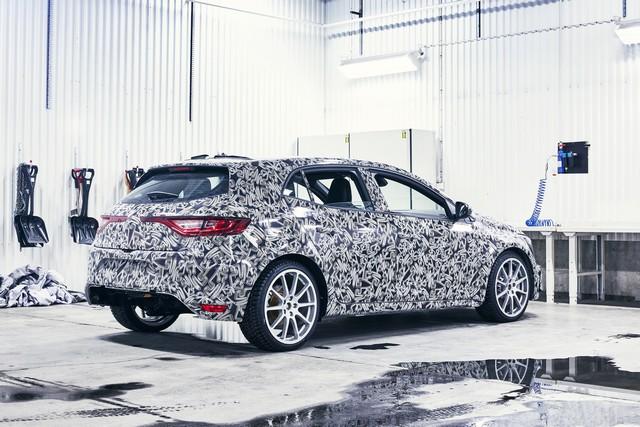Nouvelle Mégane R.S offre 4 roues directrices et 2 châssis 7053059299716