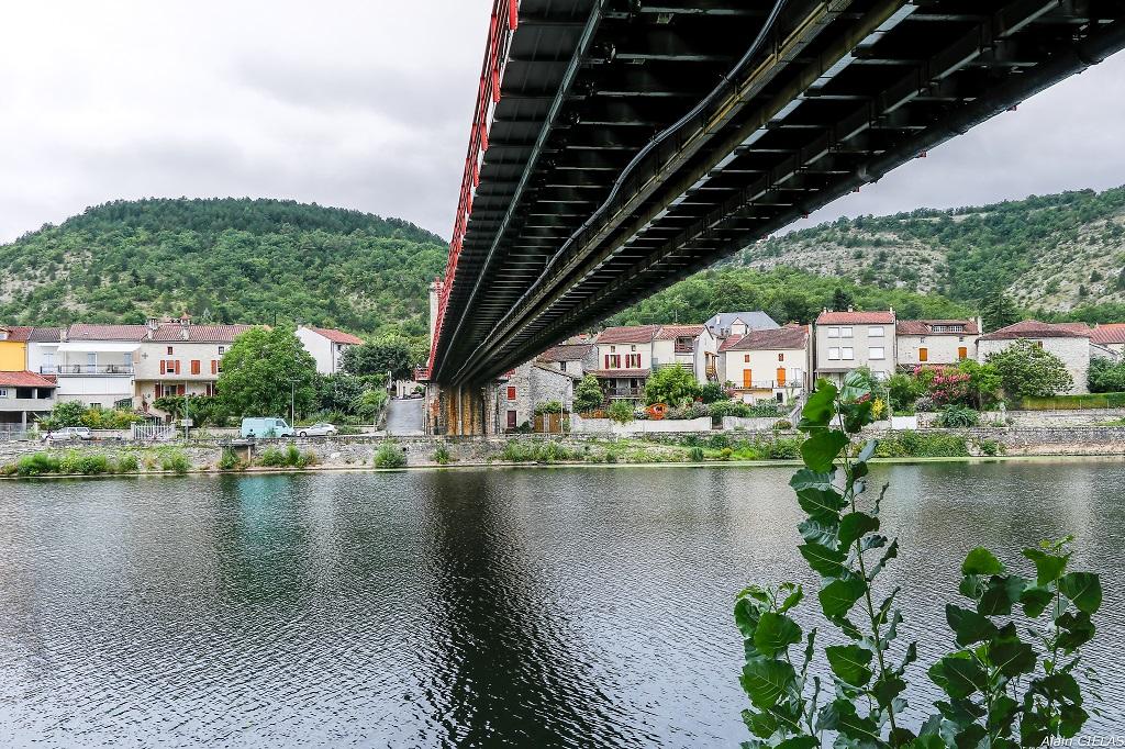 Sous le pont  708013ponthdr