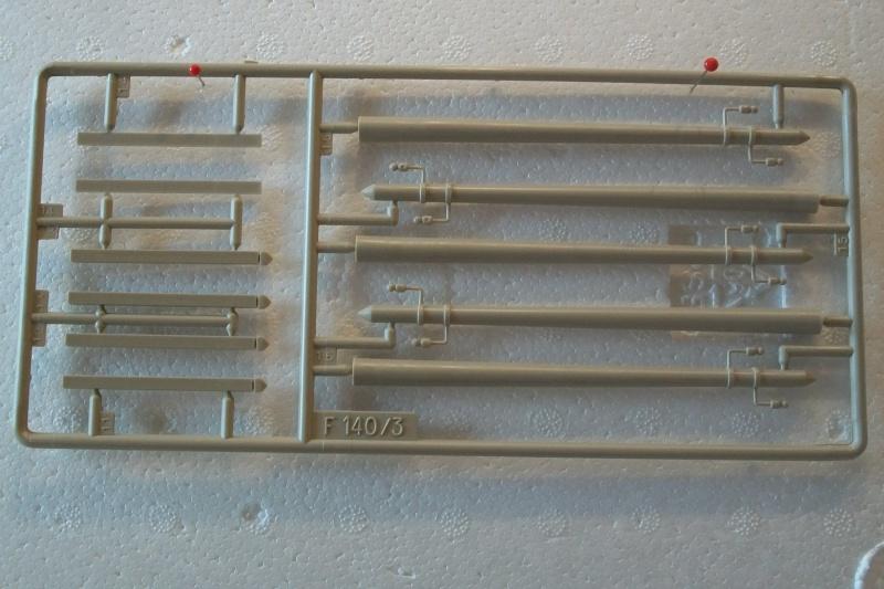Equipement de Combat (Réf.140) Murs de Pierre & Signalisation 1/35 709869Heller140EDCMursdepierre007