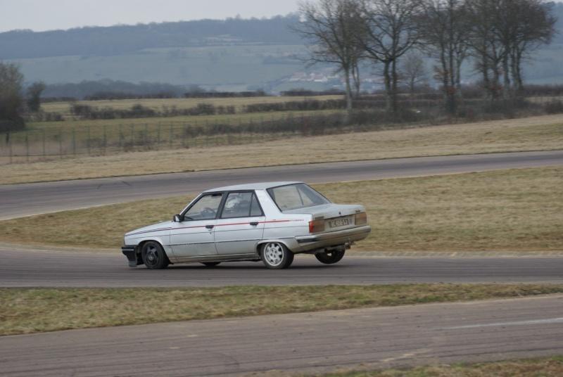 Mimich et sa R9 Turbo (du moins ce qu'il en reste) 711837dsc00415